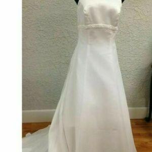 ICHELANGELO Davids Bridal Beaded Wedding Gown Sz 8